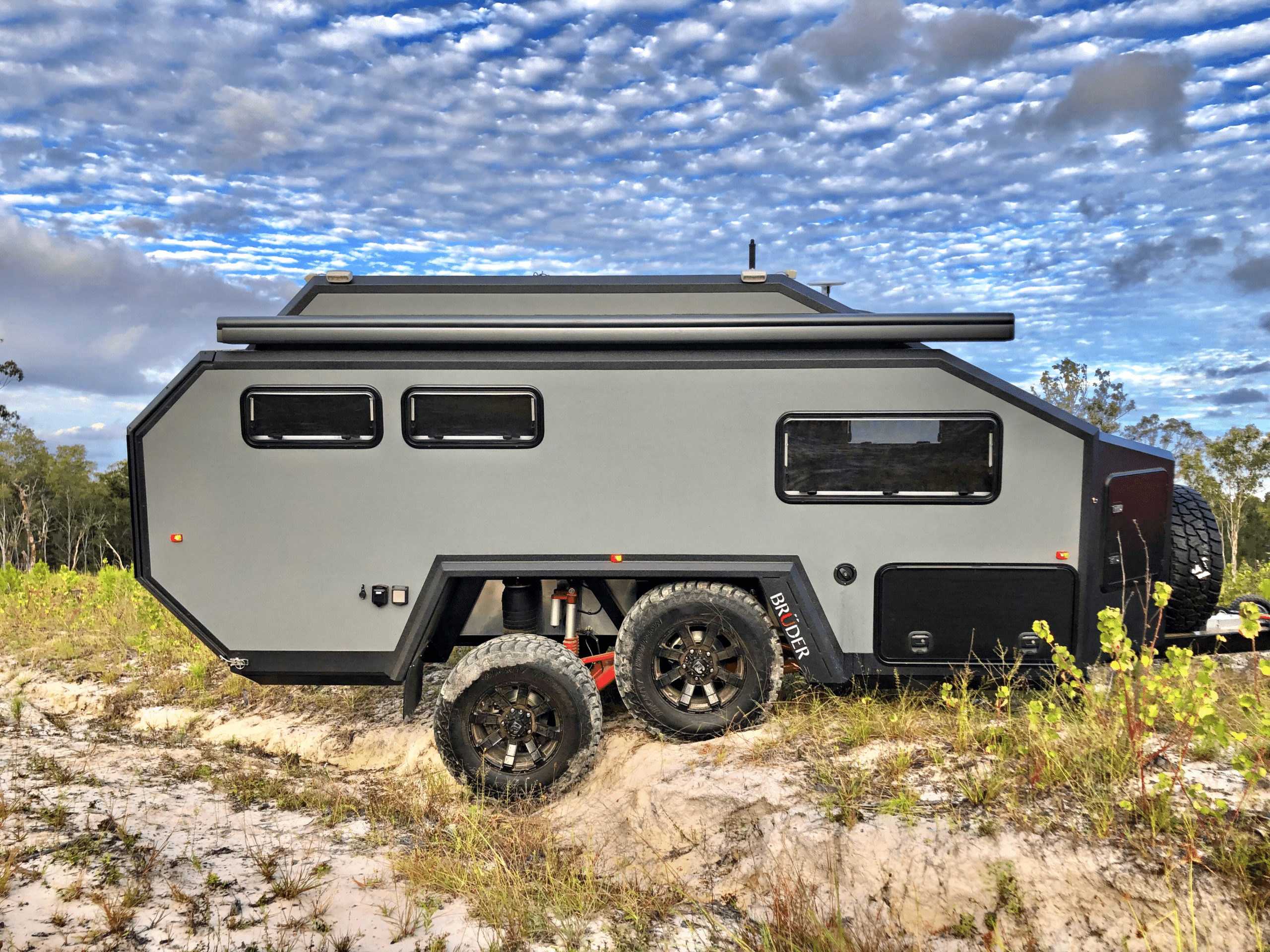 Read more about the article BRUDER – EXP-6 Expedition Trailer