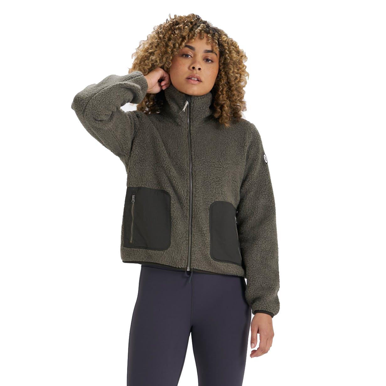 Read more about the article Vuori – Women's Alpine Sherpa Jacket
